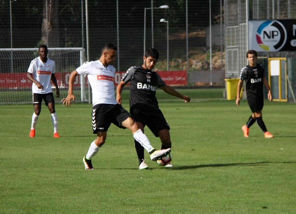 Jogo de treino contra os juniores preencheu dia da equipa sénior 1abd5f67ced7a
