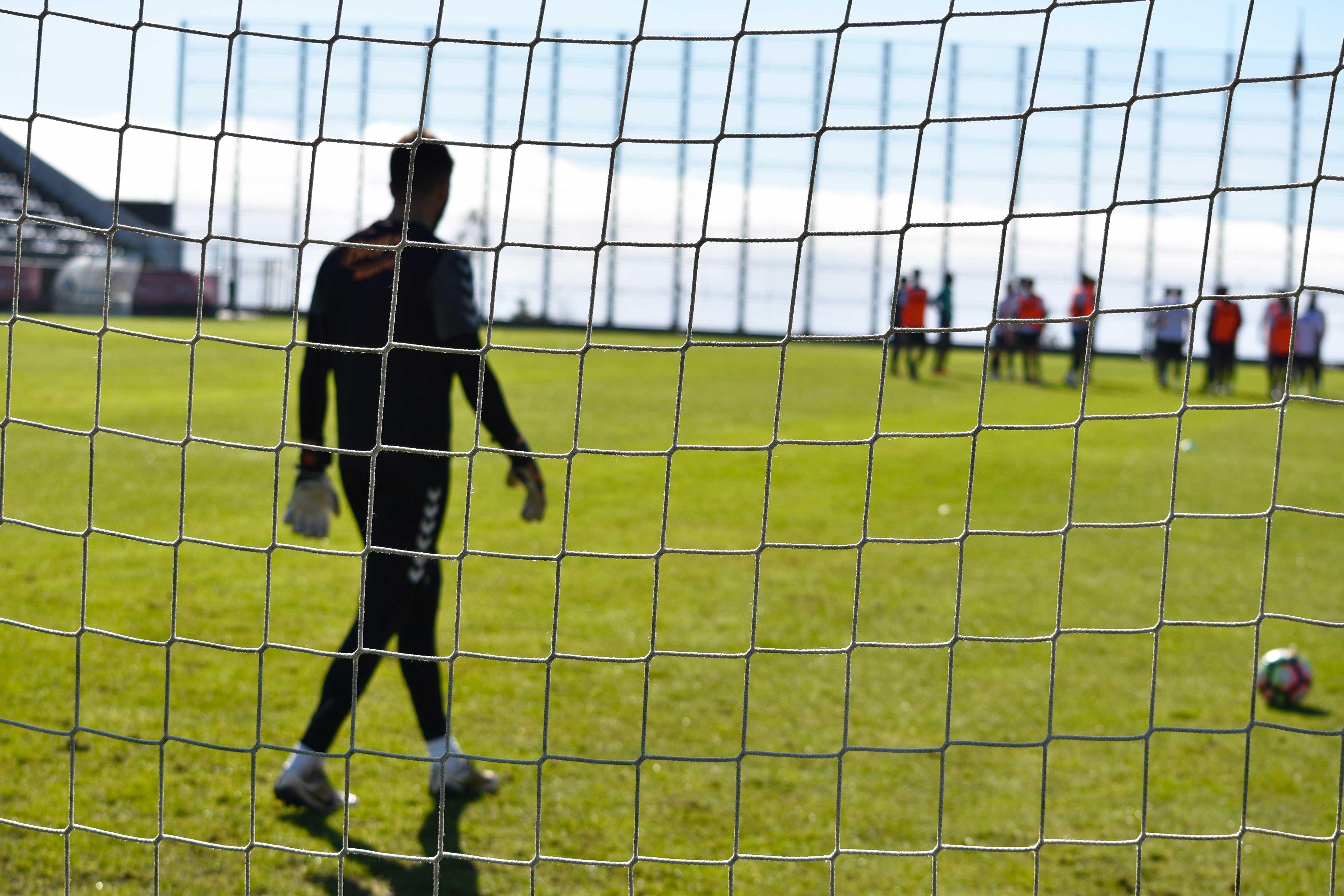 Feirense: Clube Desportivo Nacional Plantel Sénior Continua A