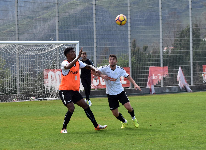 Feirense: Clube Desportivo Nacional Plantel Sénior Voltou Hoje Aos