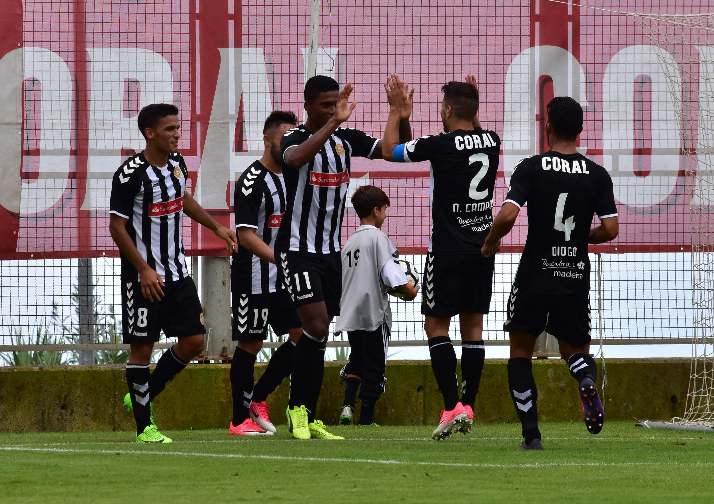 Feirense: Clube Desportivo Nacional Nacional Vence Ac. Viseu E Sobe